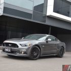 2016-ford-mustang-gt-fastback-front-quarter