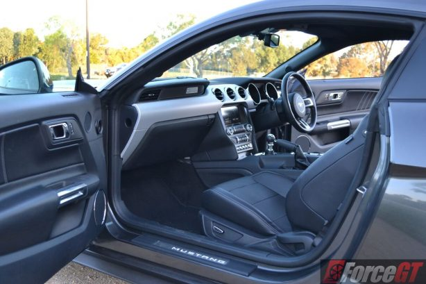 2016-ford-mustang-gt-fastback-interior