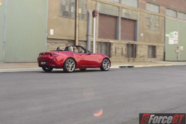 2016 mazda mx-5 roadster rear quarter motion-2