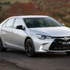 2016-toyota-camry-rz-front-quarter