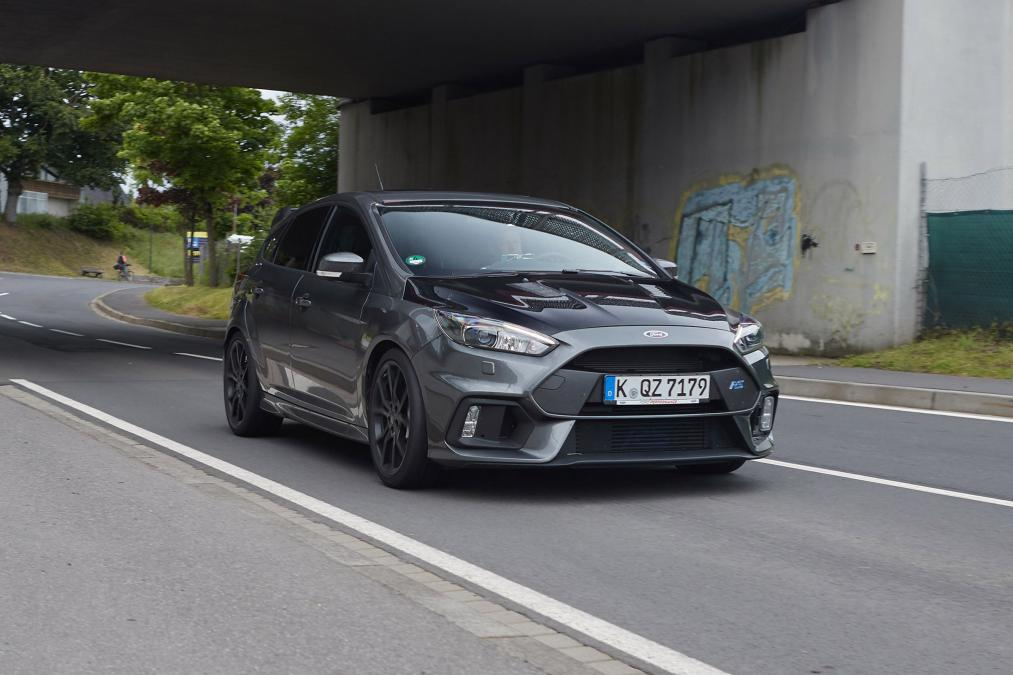 2017 ford focus rs500 spied. Black Bedroom Furniture Sets. Home Design Ideas