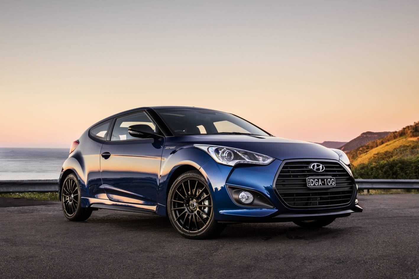 hyundai introduces menacing veloster street turbo. Black Bedroom Furniture Sets. Home Design Ideas