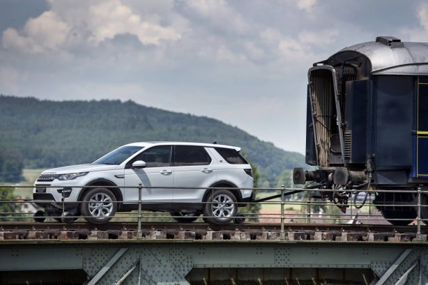 land-rover-discovery-sport-tows-train-1