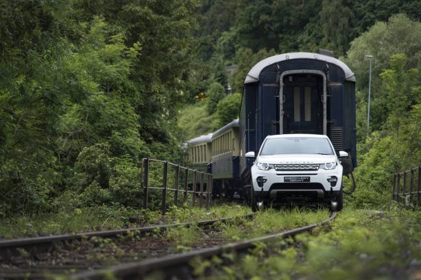 land-rover-discovery-sport-tows-train-4