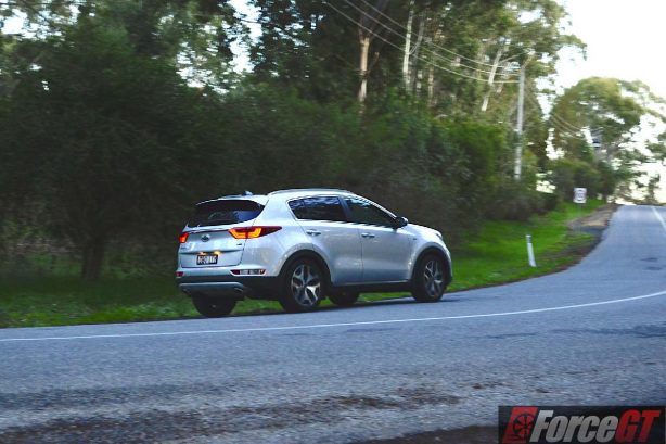 2016 Kia Sportage platinum rear quarter motion