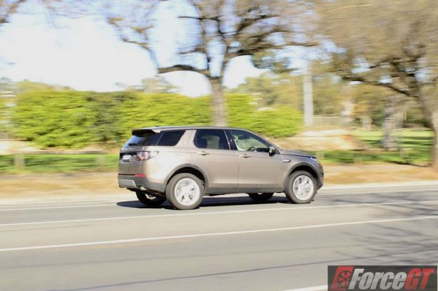 2016 Land Rover Discovery Sport side rolling