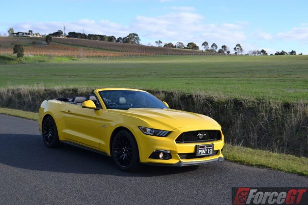 2016-ford-mustang-gt-convertible-front-quarter2-roof-down