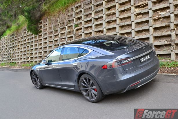 2016-tesla-model-s-p90d-rear-quarter