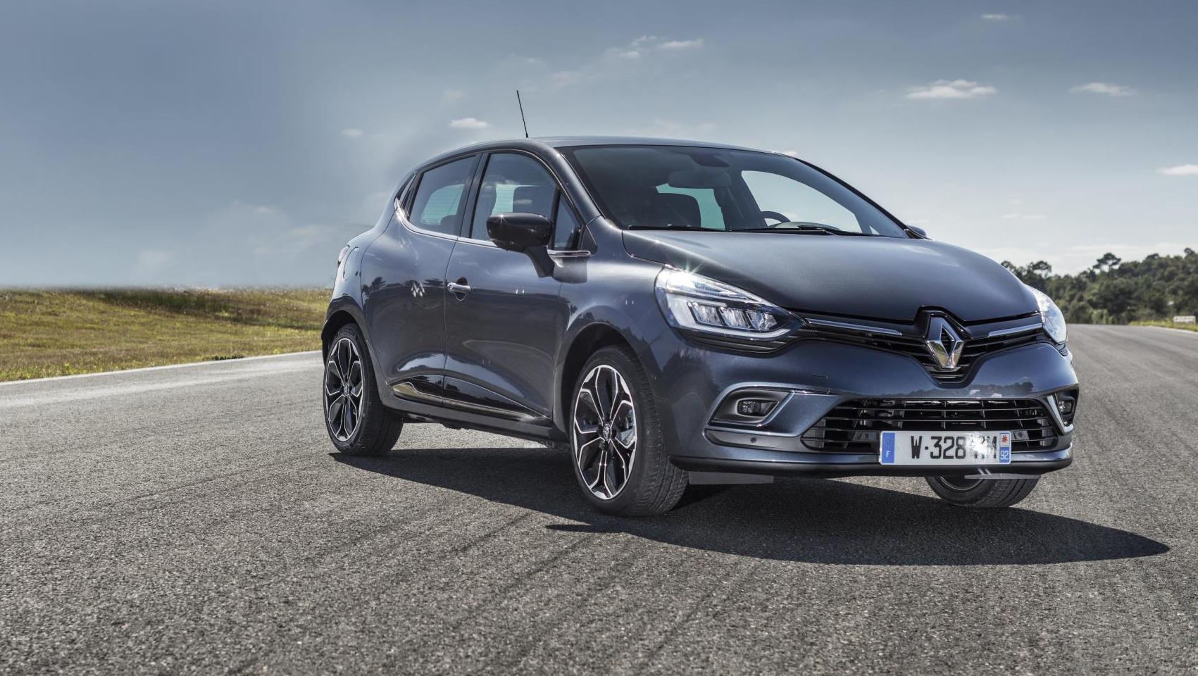 renault clio updated for 2017 more tech and two new engines. Black Bedroom Furniture Sets. Home Design Ideas