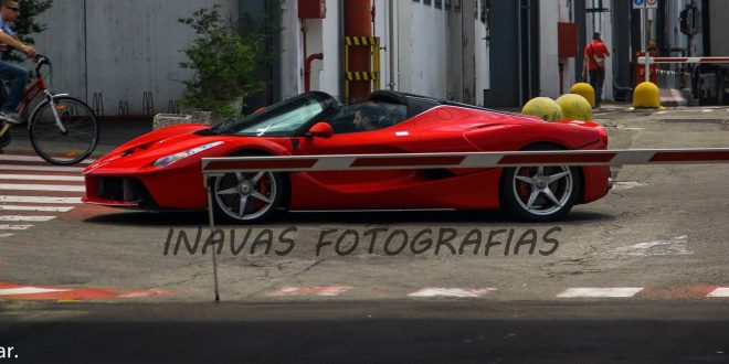 LaFerrari Aperta spied without its top