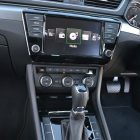 2016-skoda-superb-140tdi-wagon-centre-console