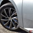2016-skoda-superb-140tdi-wagon-front-wheel
