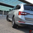2016-skoda-superb-140tdi-wagon-rear