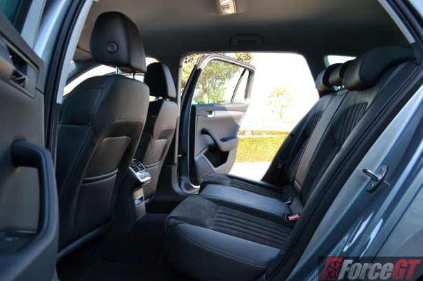 2016-skoda-superb-140tdi-wagon-rear-seats