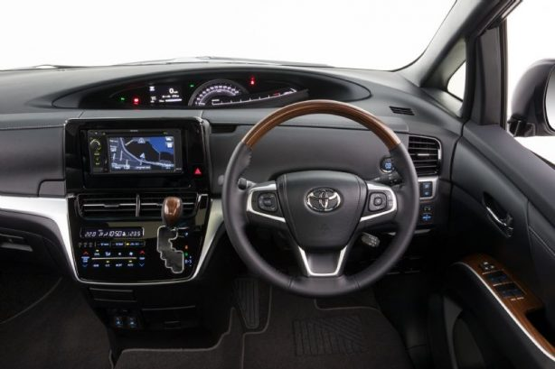 2017-toyota-tarago-ultima-dashboard