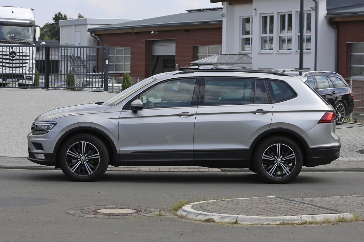 seven seat volkswagen tiguan xl scooped ahead of 2017 arrival. Black Bedroom Furniture Sets. Home Design Ideas