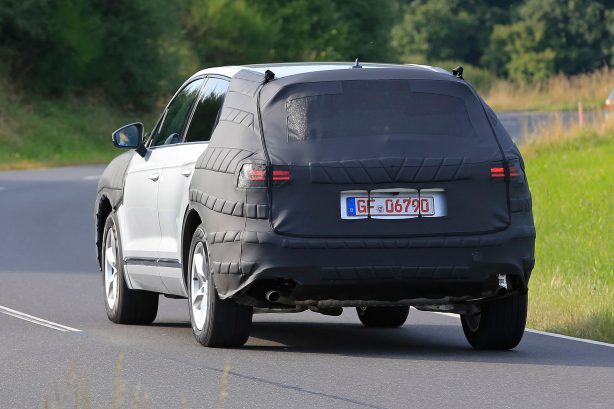 2017 volkswagen touareg spy photo rear