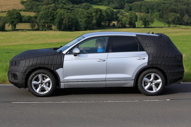 2017 volkswagen touareg spy photo side