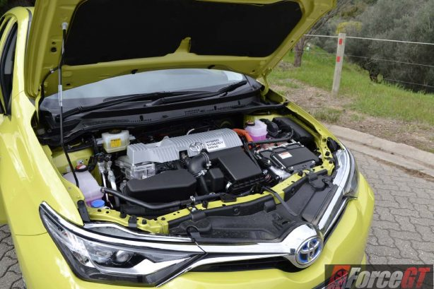 2016-toyota-corolla-hybrid-engine