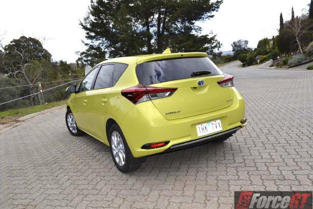 2016-toyota-corolla-hybrid-rear-quarter