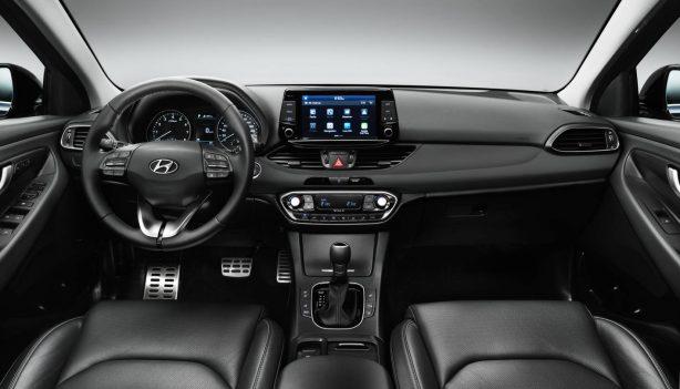 2017-hyundai-i30-black-interior