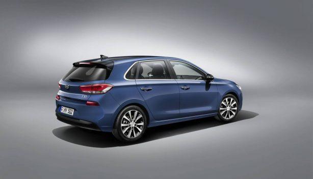 2017-hyundai-i30-rear-quarter
