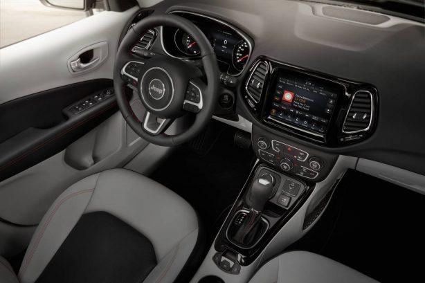 2017-jeep-compass-interior