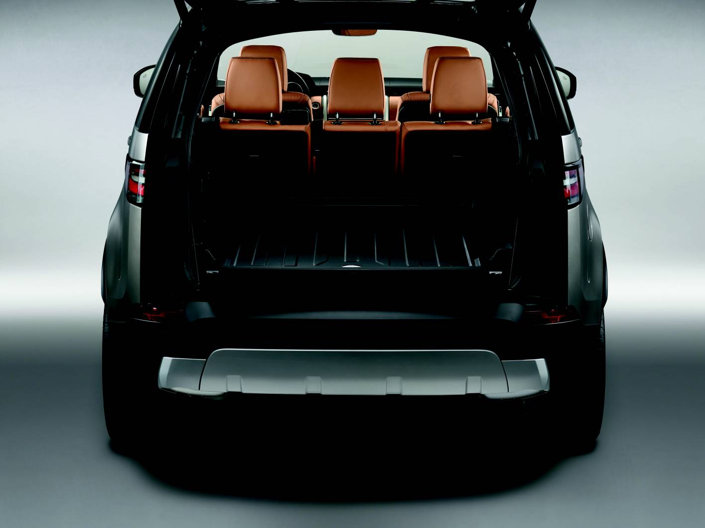 discovery rover land space boot breaks forcegt litres behind 2500 suv provides load premium tailgate