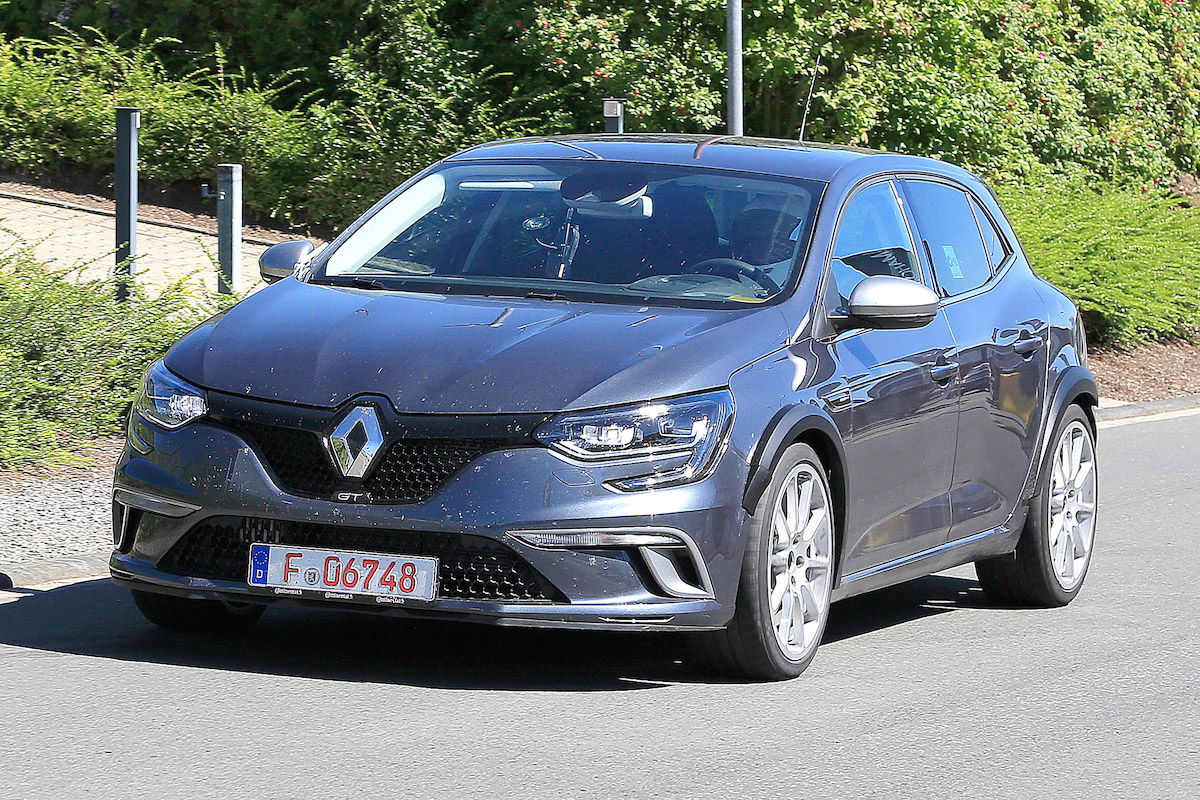 220kw 2018 renaultsport megane r s spied testing. Black Bedroom Furniture Sets. Home Design Ideas