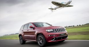jeep-grand-cherokee-srt-vs-plane-2
