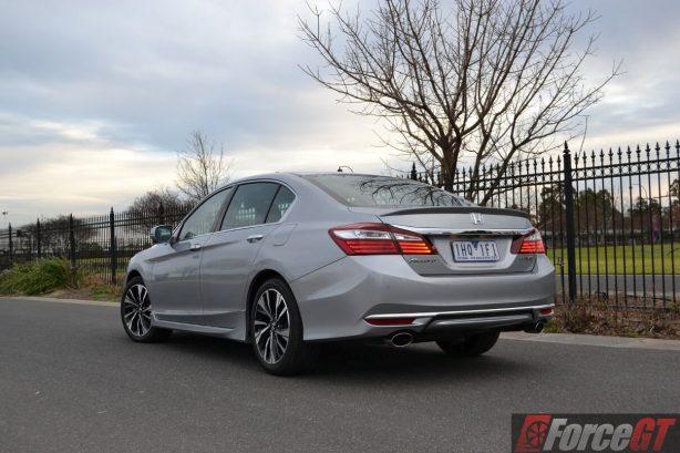 2016-honda-accord-v6l-front-rear-quarter-view