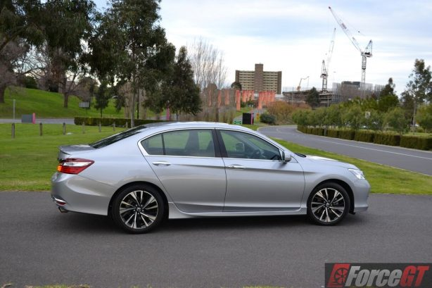 2016-honda-accord-v6l-front-side-view