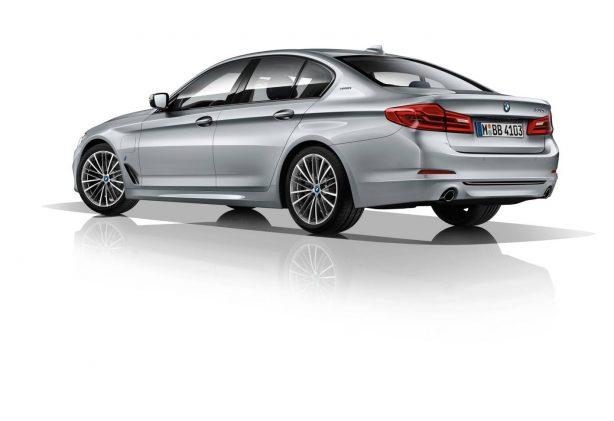 2017-bmw-5-series-iperformance-rear-quarter