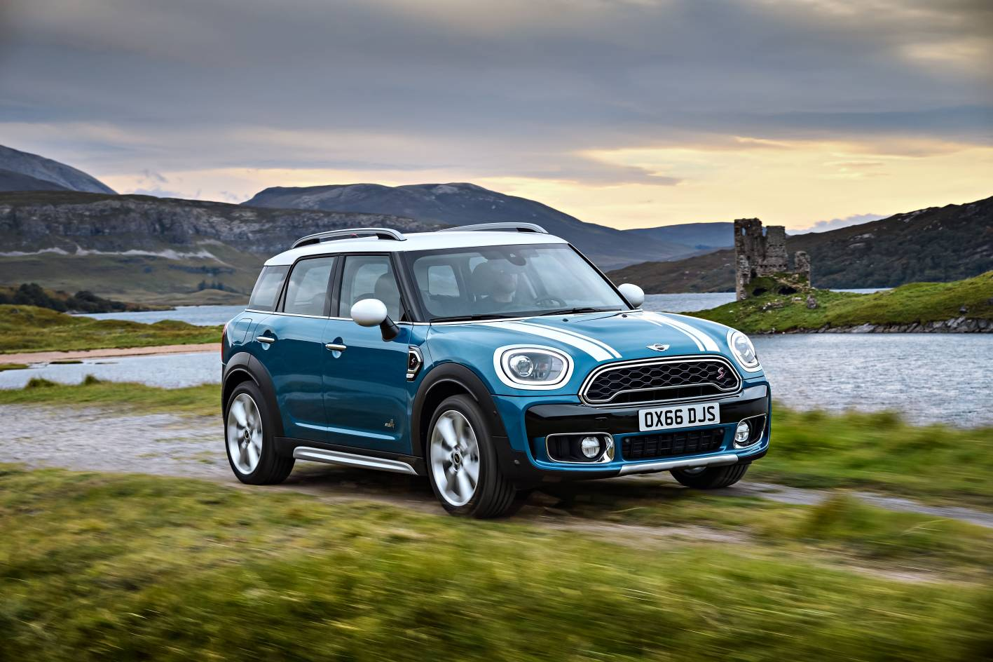 all new 2017 mini countryman unveiled gets hybrid variant. Black Bedroom Furniture Sets. Home Design Ideas