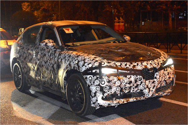 2018-alfa-romeo-stelvio-spy-photo-front-quarter