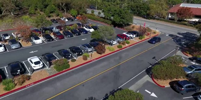 Full Self-Driving Tesla Drives and Parks Itself [video]
