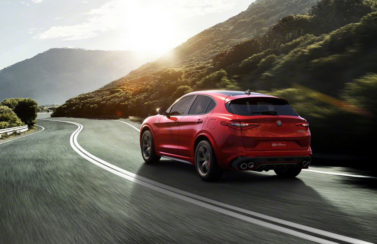 alfa romeo stelvio quadrifoglio claims nurburgring suv lap record. Black Bedroom Furniture Sets. Home Design Ideas