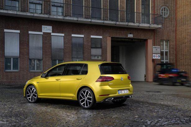 2017-volkswagen-golf-facelift-r-line-rear-quarter