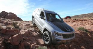 jeep-grand-cherokee-trailhawk-front-quarter