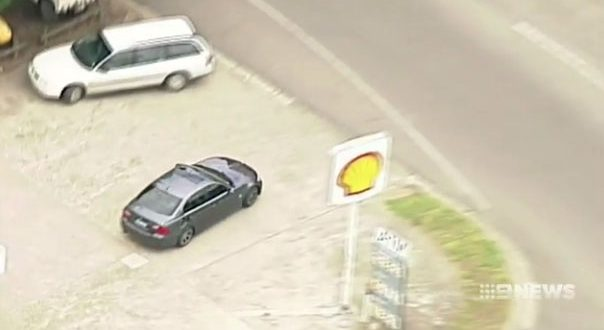 Melbourne driver stops for fuel in high-speed police chase [video]