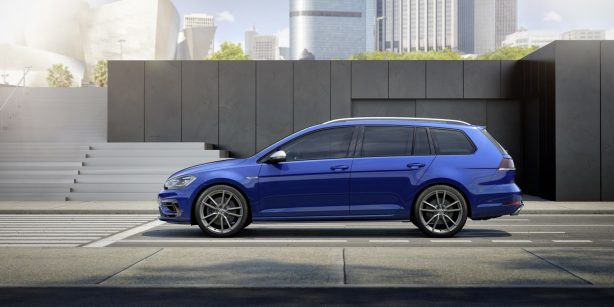 2017-volkswagen-golf-r-wagon-side