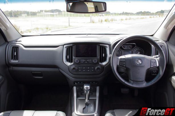 holden_trailblazer_ltz_interior_dashboard
