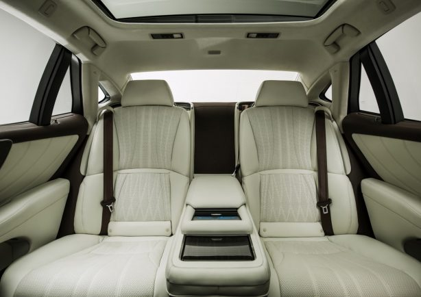 2018-lexus-ls-rear-seats
