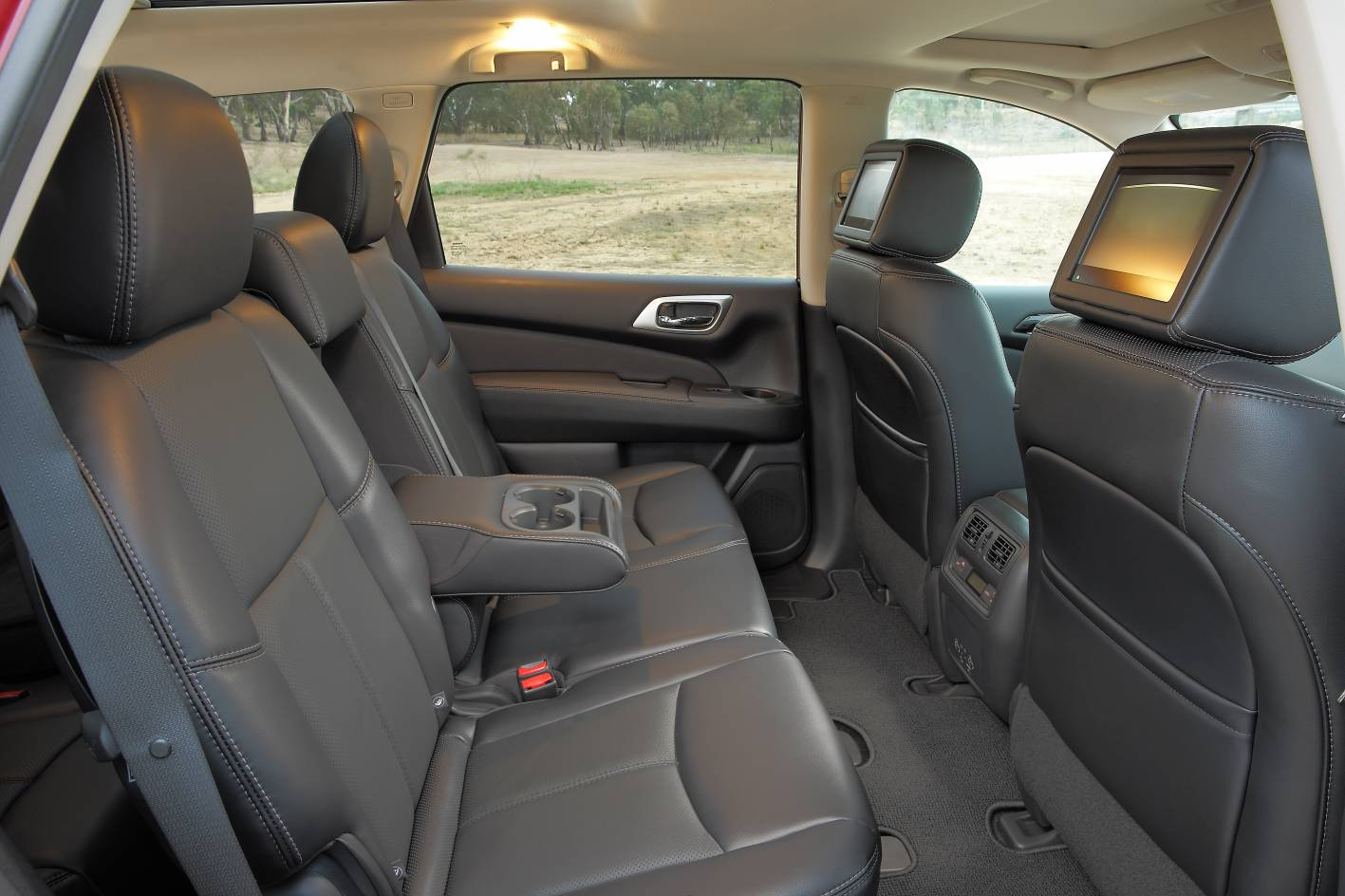 2017 nissan pathfinder steps up with more power and improved features. Black Bedroom Furniture Sets. Home Design Ideas