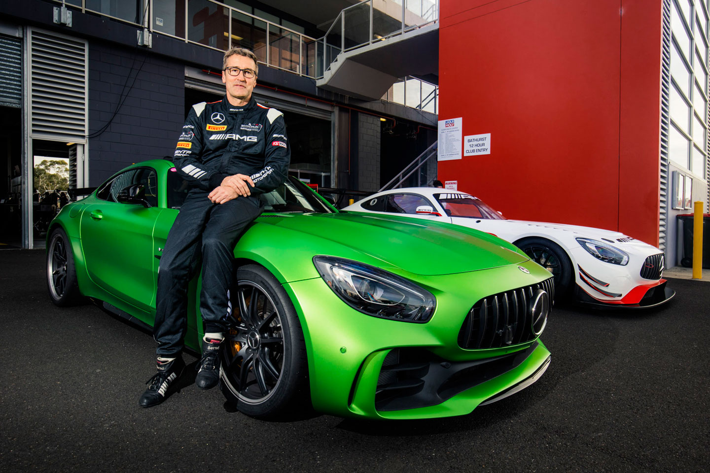 mercedes amg gt r smashes lap record at mount panorama video. Black Bedroom Furniture Sets. Home Design Ideas