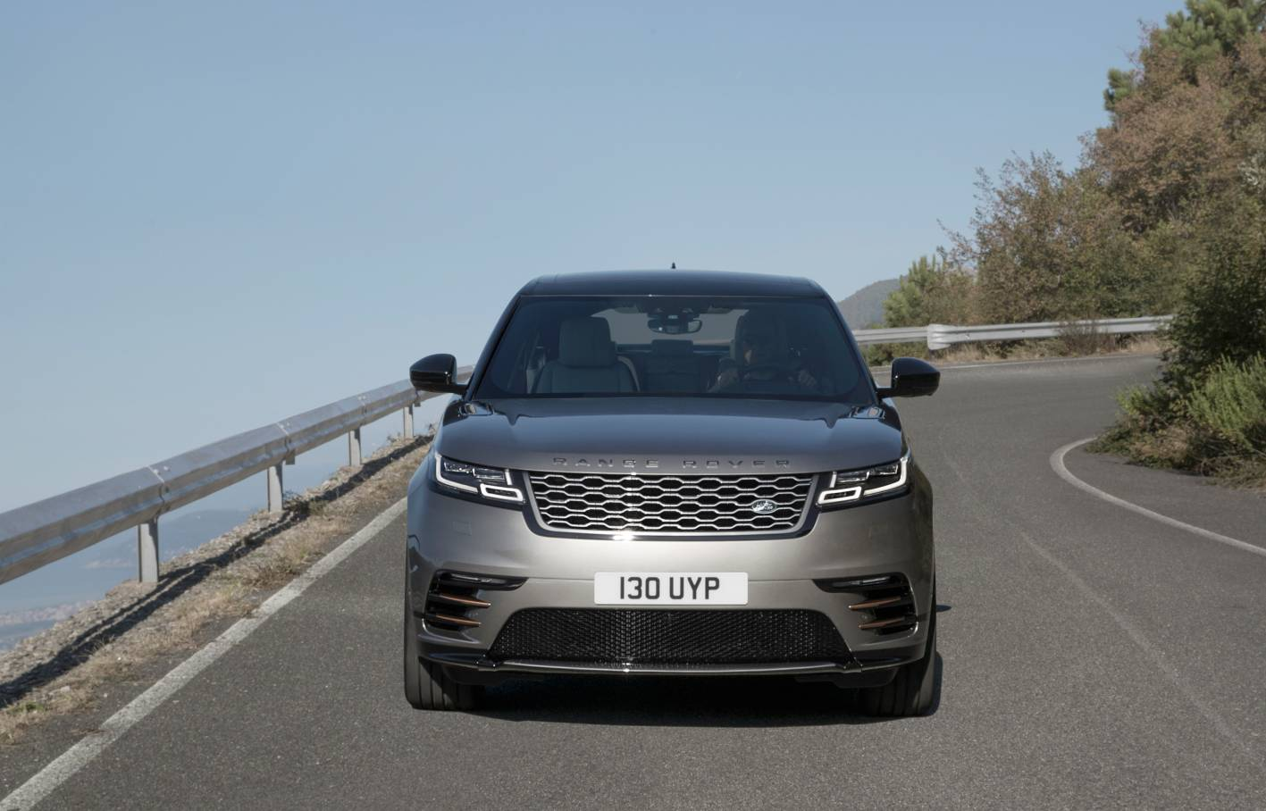 range rover velar officially unveiled specification and. Black Bedroom Furniture Sets. Home Design Ideas