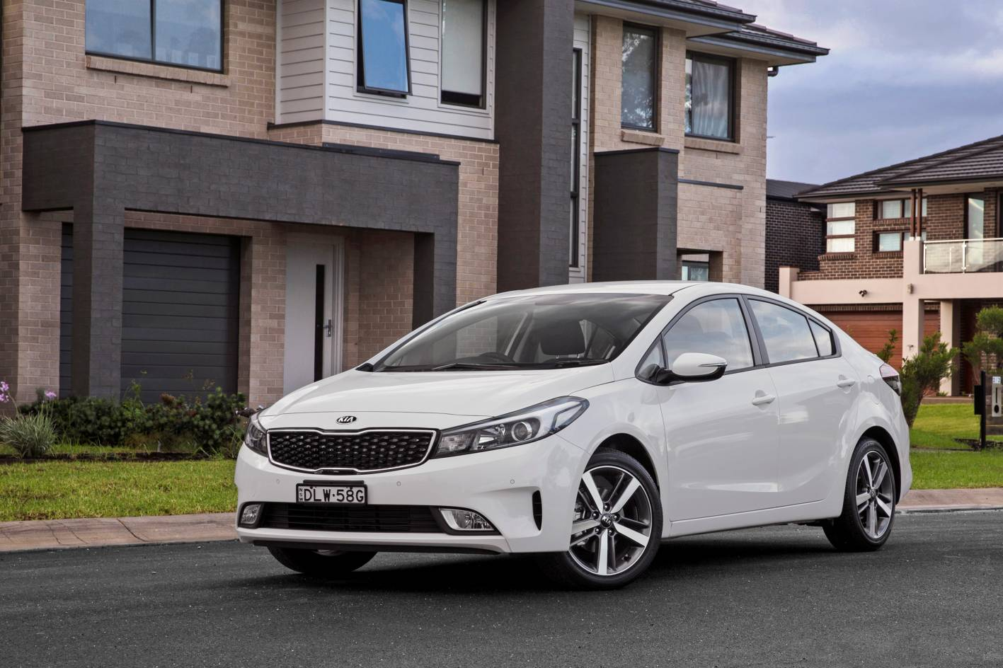 kia adds special models to cerato and sportage range. Black Bedroom Furniture Sets. Home Design Ideas