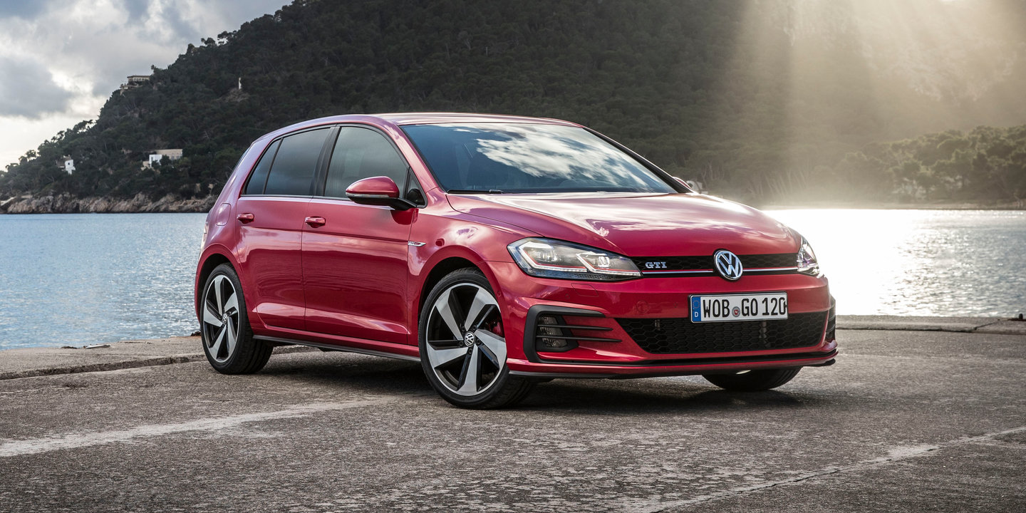 2017 Volkswagen Golf GTI and R pricing and specs: Golf R ...