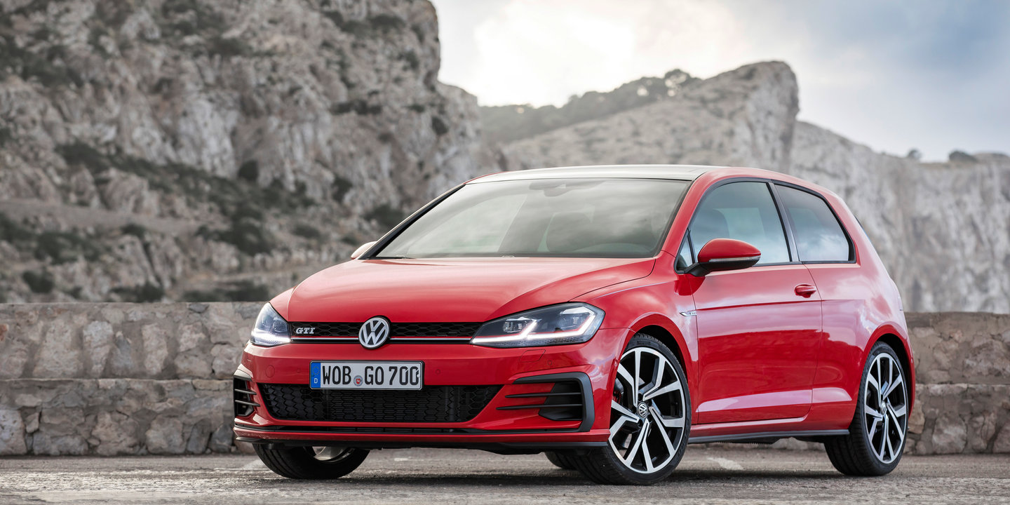 2017 volkswagen golf gti and r pricing and specs golf r wagon added to range. Black Bedroom Furniture Sets. Home Design Ideas
