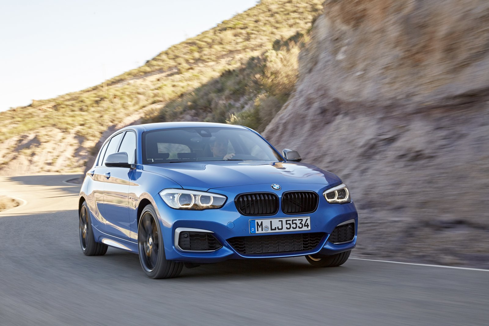 2018 bmw 1 series refreshed with new interior and more. Black Bedroom Furniture Sets. Home Design Ideas